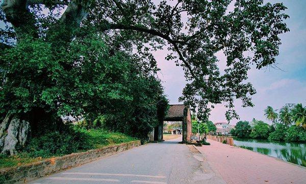 duong lam village gate